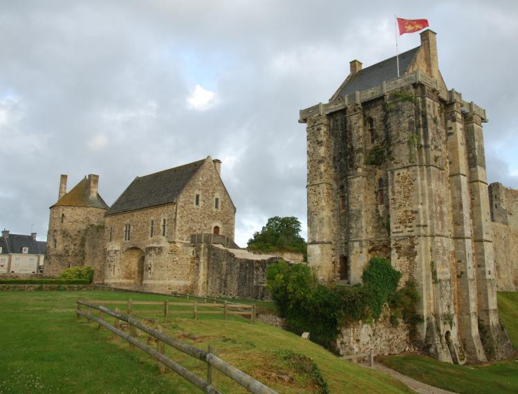 Les plus beaux villages de france - Piscine saint sauveur le vicomte ...